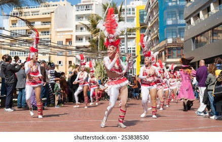 CANARY ISLAND, SPAIN - FEBRUARY 17, 2015: Unidentified women from Comparsa Chiramay dancing samba in the streets during city of Las Palmas carnival in the sun.