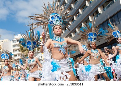 CANARY ISLAND, SPAIN - FEBRUARY 17, 2015: Unidentified women from Brisa de Volcan dancing samba in the streets during city of Las Palmas carnival in the sun.