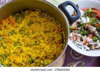 Caldera de arroz amarillo al estilo canario
