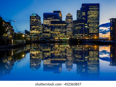 Canary Wharf, financial hub in London at night