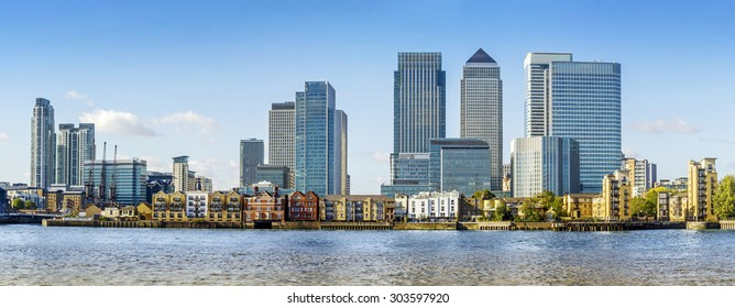Canary Wharf view from Greenwich. Includes: Credit Suisse, Morgan Stanley, HSBC Group Head Office, Canary Wharf Tower, Citigroup Centre, One Churchill Place(Barclays) and Riverside apartment.