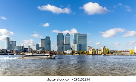Canary Wharf view from Greenwich. This view includes: Credit Suisse, Morgan Stanley, HSBC Group Head Office, Canary Wharf Tower, Citigroup Centre, One Churchill Place and Riverside apartments.