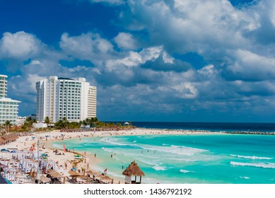 Cancun, Messico - Febbraio 06 2019:Exotic Paradise. Travel, Tourism and Vacations Concept. Tropical Resort. Caribbean sea Jetty near Cancun, Mexico