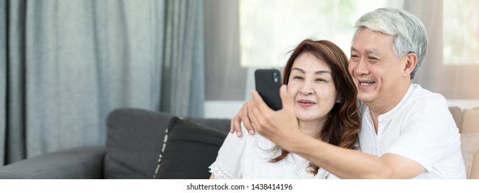 Old Couple Video Call Images, Stock Photos & Vectors