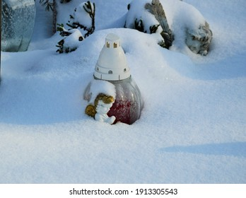candle-angel-snow-covered-260nw-19133055
