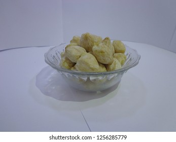 candlenuts in cup
