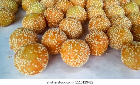 Candy Akehgss dessert (Kai Hong) delicious crispy sesame in a tray for sale.Thai food street Concept.