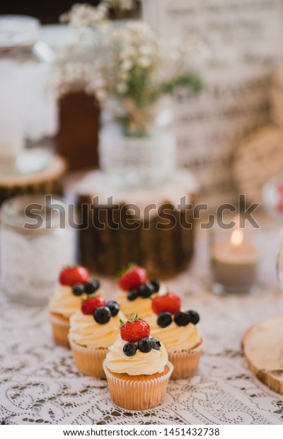 Summer Wedding Events And Cakes Need To Be Carefully Considered