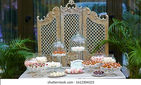 Candy Bar Wedding, candy buffet, delicious Candy bar at a wedding.