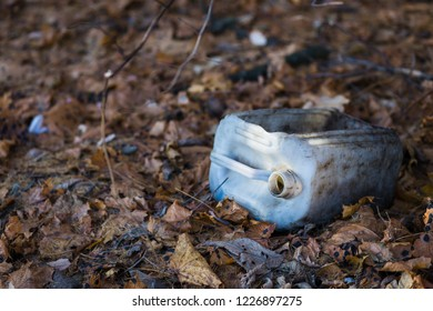 Plastiс canister trash in the forest