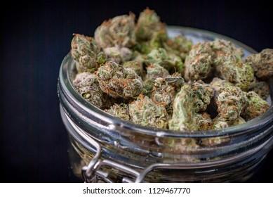 Cannabis Nug - Strain: Cookie Dough