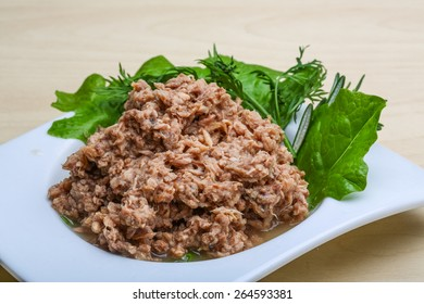 Cannded runa for snack with rosenary and spices