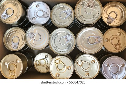 Canned food for dogs, cats, no trademark. And not through the standard is selling at cheap prices.
