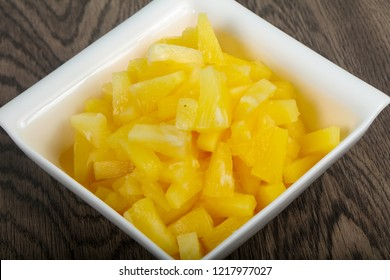 Canned pineapple in the bowl