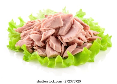 Canned tuna chunks with green salad