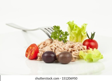 Canned tuna chunks with tomato cherries and olives