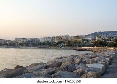 Cannes (Alpes-Maritimes, Provence-Alpes-Cote d'Azur, France): the city and the coast at evening