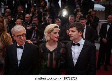Cannes, France - 11 MAY 2016 - Corey Stoll, actress Blake Lively, director Woody Allen, actress Kristen Stewart and actor Jesse Eisenberg attend the screening  'Cafe Society' - 69 Cannes Film Festival