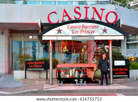 Casino cafeteria france racetrack poker table plans