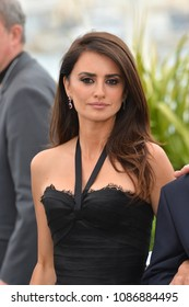 """CANNES, FRANCE. May 09, 2018: Penelope Cruz at the photocall for """"Everybody Knows"""" at the 71st Festival de Cannes"""
