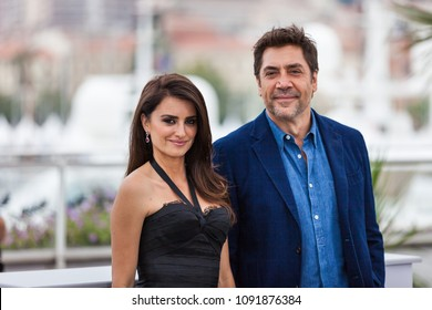 CANNES, FRANCE - MAY 09, 2018:  Penelope Cruz and Javier Bardem attend the photocall for 'Everybody Knows (Todos Lo Saben)' during the 71st annual Cannes Film Festival