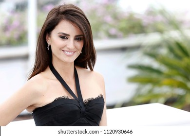 CANNES, FRANCE - MAY 09: Penelope Cruz attends the photo-call of 'Everybody Knows' during the 71st Cannes Film Festival on May 9, 2018 in Cannes, France.