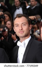 CANNES, FRANCE - MAY 11: Actor Jude Law attends the Opening Ceremony at the Palais des Festivals during the 64th Cannes Film Festival on May 11, 2011 in Cannes, France