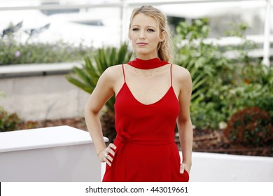 CANNES, FRANCE - MAY 11: Blake Lively attends the 'Cafe Society' Photo-call during The 69th Cannes Film Festival on May 11, 2016 in Cannes, France.