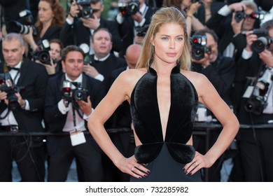 CANNES, FRANCE - MAY 11: Doutzen Kroes attends the 'Cafe Society' premiere and the Opening Night Gala during the 69th annual Cannes Film Festival at the Palais des Festivals on May 11, 2016 in Cannes