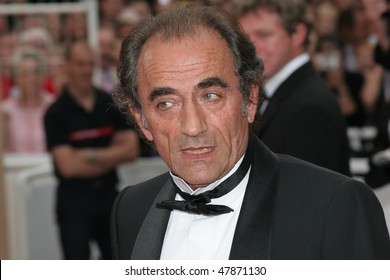 CANNES, FRANCE - MAY 11: French actor Richard Bohringer attends the premiere for the film 'Lemming' at Le Palais de Festival  of the 58th  Cannes Film Festival May 11, 2005 in Cannes, France
