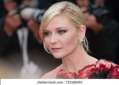 CANNES, FRANCE - MAY 11: Kirsten Dunst attends the 'Cafe Society' premiere and the Opening Night Gala. 69th annual Cannes Film Festival at the Palais des Festivals on May 11, 2016 in Cannes