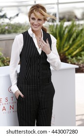 CANNES, FRANCE - MAY 12: Julia Roberts attends the 'Money Monster' photo-call during the 69th Cannes Film Festival on May 12, 2016 in Cannes, France.