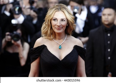 CANNES, FRANCE - MAY 12: Julia Roberts attends the 'Money Monster' premiere during the 69th Cannes Film Festival on May 12, 2016 in Cannes, France.
