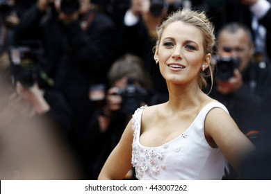 CANNES, FRANCE - MAY 13:  Blake Lively attends the 'Slack Bay' premiere during the 69th Cannes Film Festival on May 13, 2016 in Cannes, France.