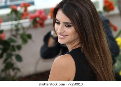 CANNES, FRANCE - MAY 14: Penelope Cruz attends the 'Pirates of the Caribbean: On Stranger Tides' Photocall during the 64th Cannes  Festival at Palais des Festivals on May 14, 2011 in Cannes, France