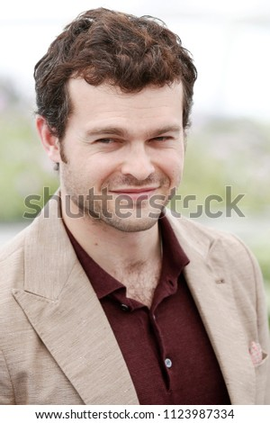 b60b4a29 CANNES, FRANCE - MAY 15: Alden Ehrenreich attends the photo-call of '. Se  forhåndsvisning