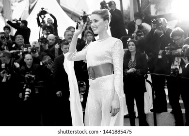 """CANNES, FRANCE - MAY 15: Amber Heard attends the premiere of """"Les Miserables"""" during the 72nd Cannes Film Festival on May 15, 2019 in Cannes, France."""