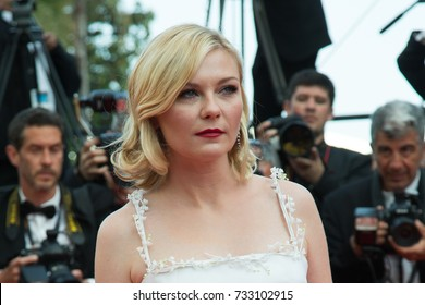 CANNES, FRANCE - MAY 16: Kirsten Dunst attends the 'Loving' premiere during the 69th annual Cannes Film Festival at the Palais des Festivals on May 16, 2016 in Cannes