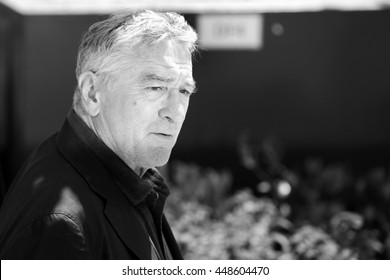 CANNES, FRANCE - MAY 16: Robert de Niro attends the 'Hands Of Stone' photo-call during the 69th Cannes Film Festival on May 16, 2016 in Cannes, France.