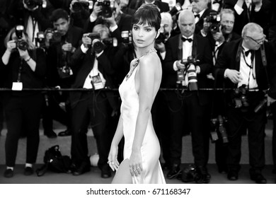 CANNES, FRANCE - MAY 17: Emily Ratajkowski attends the 'Ismael's Ghosts' premiere and Opening Gala during the 70th Cannes Film Festival on May 17, 2017 in Cannes, France.