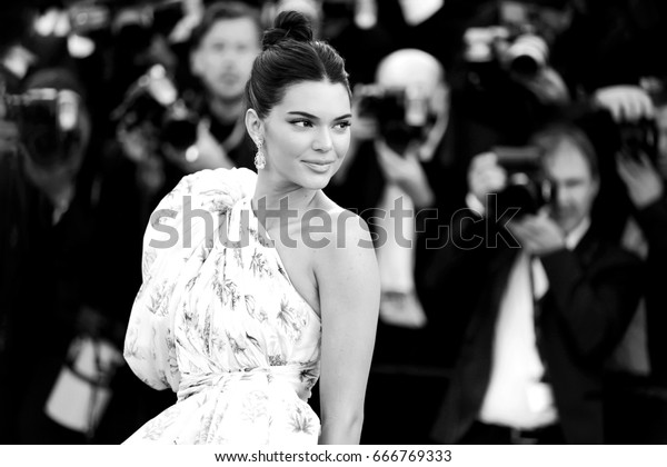 CANNES, FRANCE - MAY 20: Kendall Jenner attends the '120 Beats Per Minute' premiere during the 70th Cannes Film Festival on May 20, 2017 in Cannes, France.