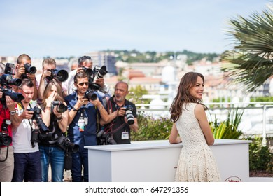 CANNES, FRANCE - MAY 21, 2017: Berenice Bejo attends the 'Redoubtable (Le Redoutable)' photocall during the 70th annual Cannes Film Festival at Palais des Festivals