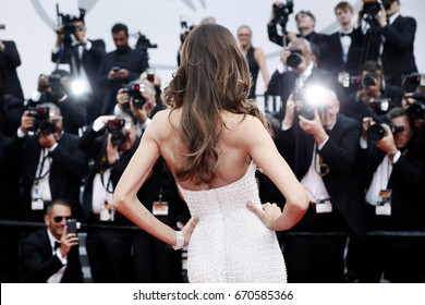 CANNES, FRANCE - MAY 22: Izabel Goulart attends 'The Killing Of A Sacred Deer' premiere during the 70th Cannes Film Festival on May 22, 2017 in Cannes, France.