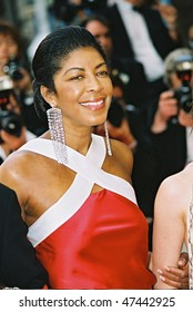CANNES, FRANCE - MAY 22: Musician Natalie Cole arrives to the closing night ceremony and the screening of 'De-Lovely' during the 57th Cannes Film Festival on May 22, 2004 in Cannes, France