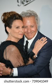 CANNES, FRANCE. May 25, 2017: Dustin Hoffman & Lisa Hoffman at the 24th amfAR Gala Cannes at the Hotel du Cap-Eden-Roc, Antibes