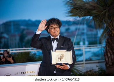 """CANNES, FRANCE - MAY 25, 2019: South Korean director Bong Joon-Ho the winner Palme d'Or for the film """"Parasite (Gisaengchung)"""" during the closing ceremony of the 72 Cannes Film Ferstival"""