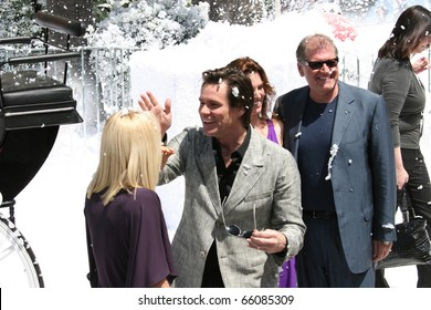 CANNES- MAY 18:  Jim Carrey and director Robert Zemeckis attend the 'A Christmas Carol' photo call at the The Carlton Hotel during the 62nd  Cannes Film Festival on May 18, 2009 in Cannes, France