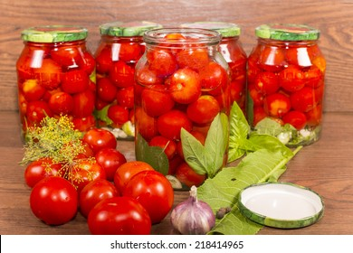 canning tomatoes in glass jars with spices