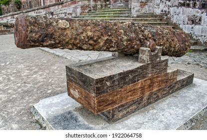 Cannon and former artillery piece at the entrance to the Palace of Sobrellano de Comillas