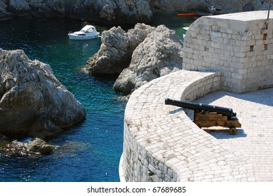 Cannon on the ramparts. Seashore